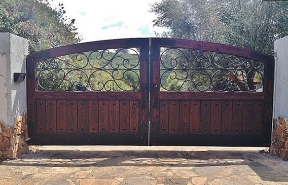 Cera Wood Elevation : Rustic driveway gates
