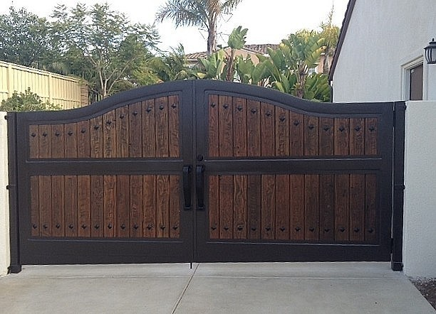 Rustic 101 driveway gates for Single wooden driveway gates