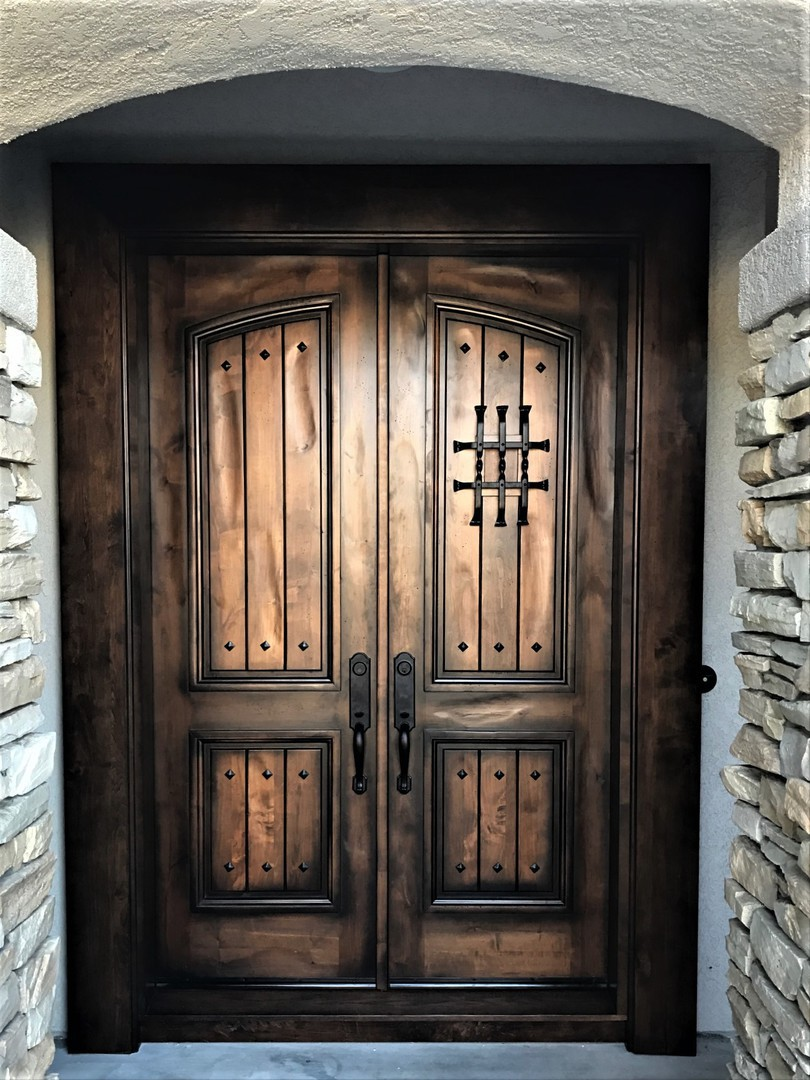 Rustic 101 entry doors cicuta circle carlsbad 2017 knotty alder hand distresscolor roble glazed 6 0 x 8 0 rubansaba